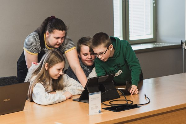 LastenParlamentin Suuristunnon työpajatyöskentelyä